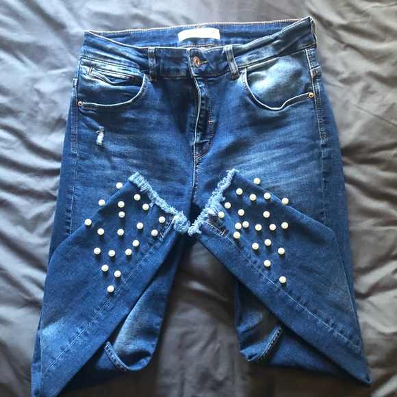 Skinny jeans with pearl detail